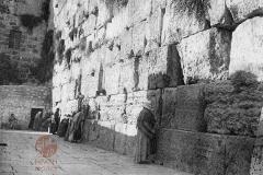 17.-Jerusalem-1931-The-Jews-Wailing-Place-postcard